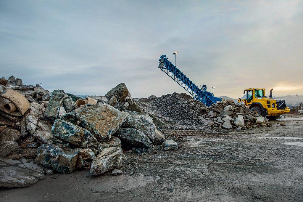 Miljøvennlig asfalt produseres med bruk av rensede masser fra Rimol Miljøpark. Foto.